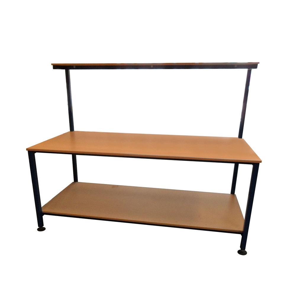 Packing table with upper and lower shelf