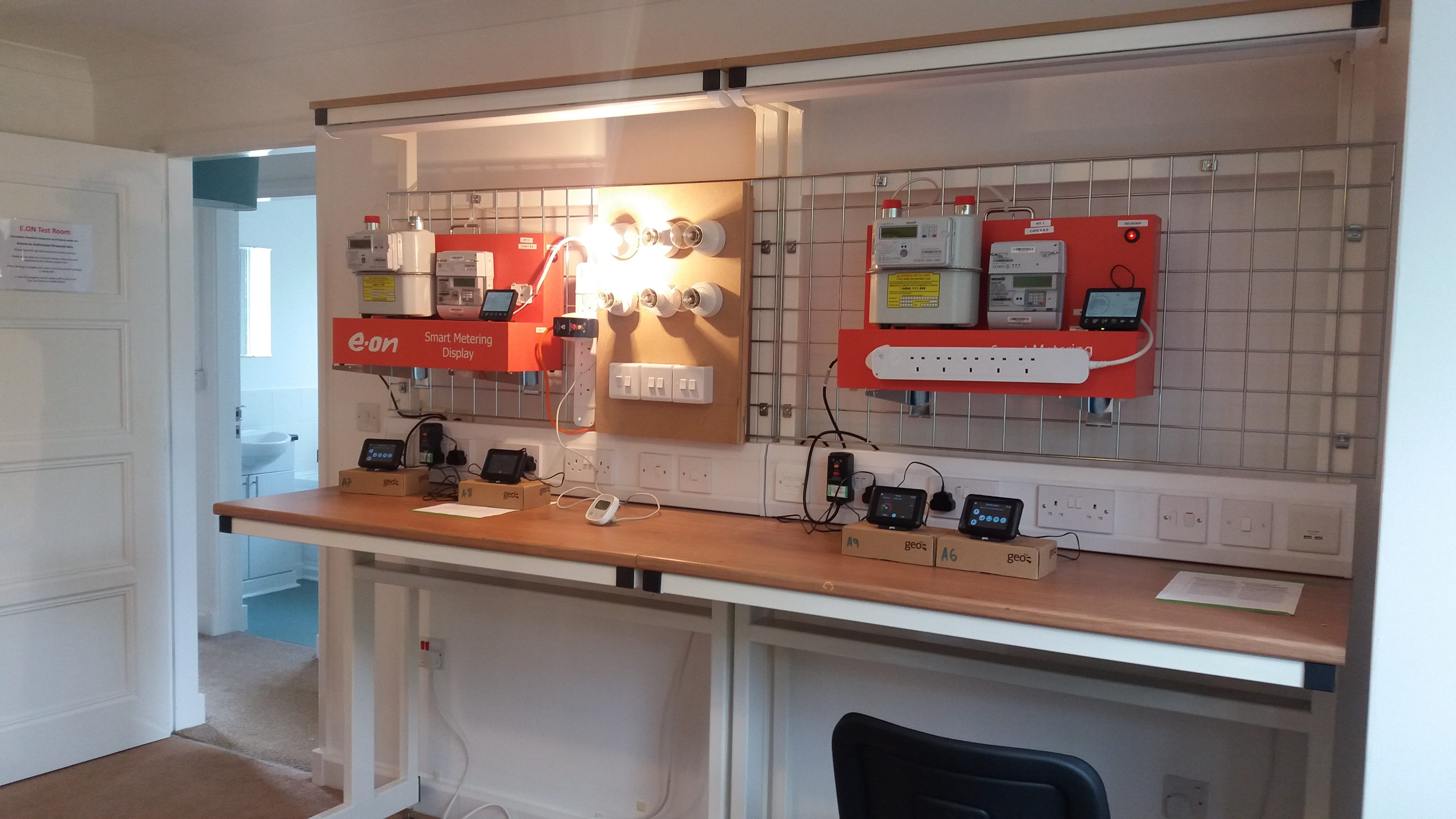 Cantilevered workbench